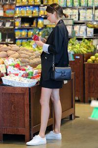 miranda-kerr-goes-grocery-shopping-in-malibu-4-2-2016-4.jpg