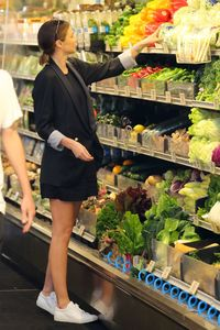 miranda-kerr-goes-grocery-shopping-in-malibu-4-2-2016-7.jpg