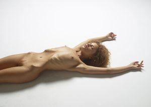 julia-nude-figures-02-10000px.jpg