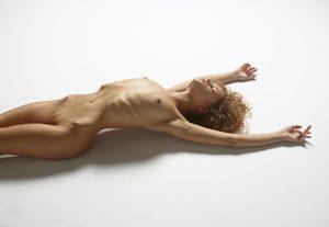 julia-nude-figures-03-10000px.jpg