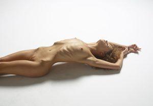 julia-nude-figures-04-10000px.jpg
