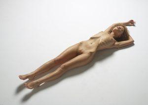 julia-nude-figures-05-10000px.jpg