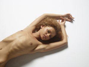 julia-nude-figures-06-10000px.jpg
