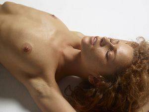 julia-nude-figures-08-10000px.jpg