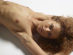 julia-nude-figures-10-10000px.jpg