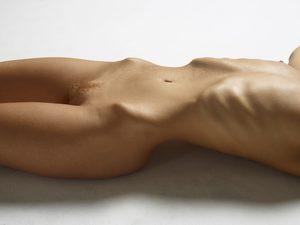 julia-nude-figures-13-10000px.jpg