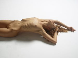 julia-nude-figures-15-10000px.jpg