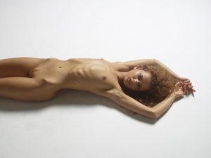 julia-nude-figures-16-10000px.jpg