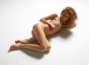 julia-nude-figures-27-10000px.jpg