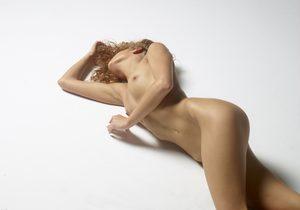 julia-nude-figures-32-10000px.jpg