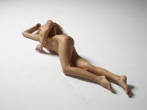 julia-nude-figures-33-10000px.jpg