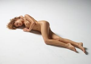 julia-nude-figures-34-10000px.jpg