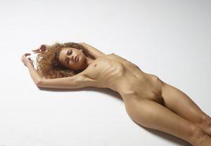 julia-nude-figures-35-10000px.jpg