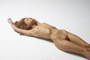 julia-nude-figures-36-10000px.jpg