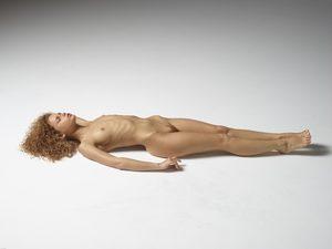 julia-nude-figures-37-10000px.jpg