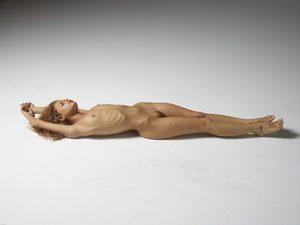 julia-nude-figures-38-10000px.jpg