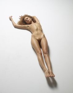 julia-nude-figures-39-10000px.jpg