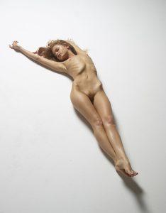 julia-nude-figures-42-10000px.jpg