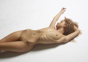 julia-nude-figures-45-10000px.jpg
