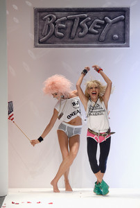 Betsey+Johnson+MBFW+Betsey+Johnson+Runway+cfk0obmXgFKl.jpg