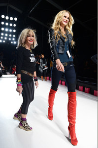 Betsey+Johnson+Backstage+Betsey+Johnson+Show+vkpximm851Dl.jpg