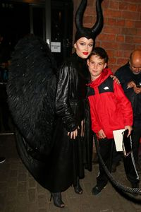 zara-larsson-dressed-as-maleficent-for-a-halloween-party-in-liverpool-29-10-2016-2.jpg