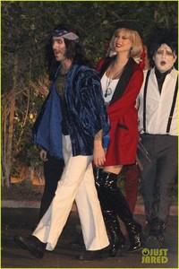behati-prinsloo-dresses-as-pretty-woman-for-halloween-adam-levine-13 (1).jpg