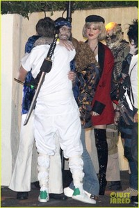 behati-prinsloo-dresses-as-pretty-woman-for-halloween-adam-levine-21 (1).jpg