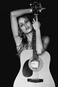 Renata Calheiros guitar.jpg