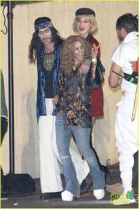 behati-prinsloo-dresses-as-pretty-woman-for-halloween-adam-levine-11.jpg