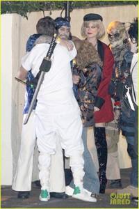 behati-prinsloo-dresses-as-pretty-woman-for-halloween-adam-levine-20.jpg