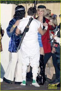 behati-prinsloo-dresses-as-pretty-woman-for-halloween-adam-levine-23.jpg