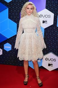 zara-larsson-mtv-europe-music-awards-2016-110616-image-002.jpg