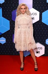 zara-larsson-mtv-europe-music-awards-2016-110616-image-003.jpg