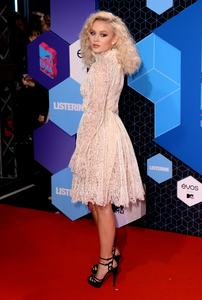 zara-larsson-mtv-europe-music-awards-2016-110616-image-015.jpg