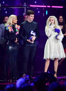 zara-larsson-mtv-europe-music-awards-2016-110616-image-020.jpg