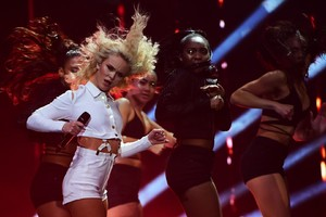 zara-larsson-mtv-europe-music-awards-2016-110616-image-021.jpg