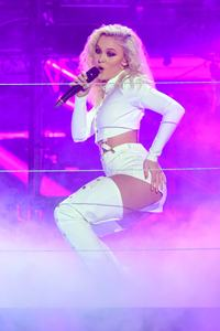 zara-larsson-mtv-europe-music-awards-2016-110616-image-024.jpg