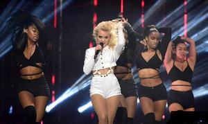 zara-larsson-mtv-europe-music-awards-2016-110616-image-027.jpg