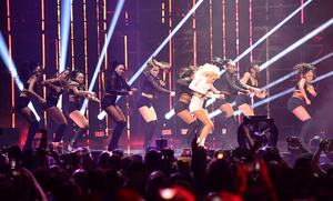 zara-larsson-mtv-europe-music-awards-2016-110616-image-030.jpg
