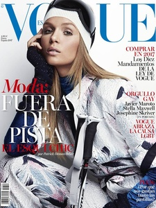 Josephine-Skriver-by-Patrick-Demarchelier-for-Vogue-Spain-January-2017-Cover.jpg