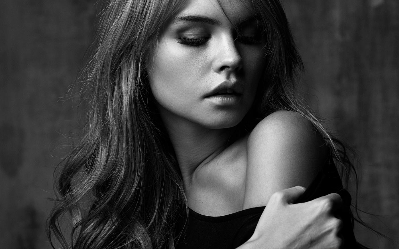 обратном красивые черно белые фотографии девушек также может включать