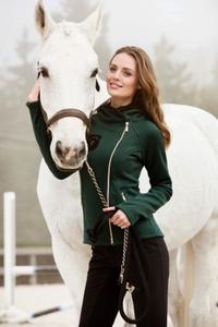 Natalia Stenz cheval.jpg