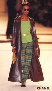 Naomi-Campbell-Chanel-1996-01.thumb.jpg.9637ba9d64f6a1d3971943fdbbfa88bb.jpg