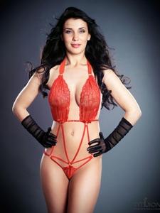 clarge_25283-swarovski-rhinestone-body-edna-red-1-1300x1660.jpg