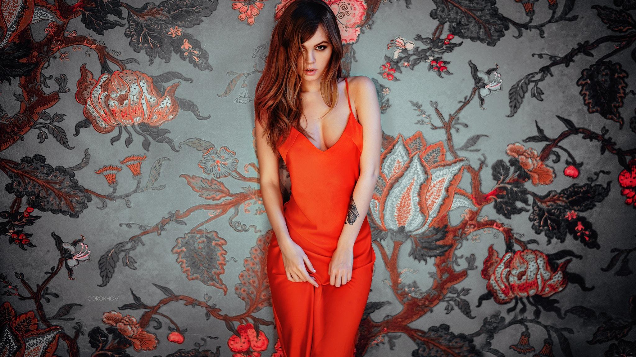 девушка красное платье без смс
