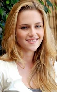 Kristen-Stewart-Long-Blonde-Hairstyles.jpg