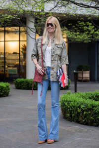 claudia-schiffer-wears-fay-on-april-25-2017-in-london-england-picture-id673554916.jpg
