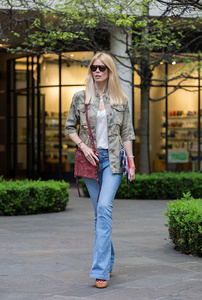 claudia-schiffer-wears-fay-on-april-25-2017-in-london-england-picture-id673554932.jpg