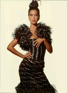 Klein_Vogue_Italia_March_1988_02.thumb.jpg.868c62f1d8f3c69db9e34ca7e154c6cd.jpg